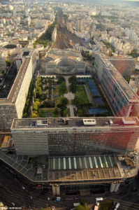 Luftaufnahme des Bahnhofs Montparnasse in Paris